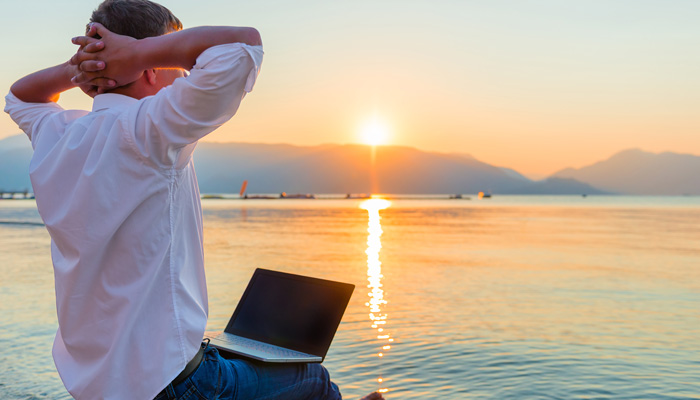 The Pros and Cons of Travelling with a Laptop