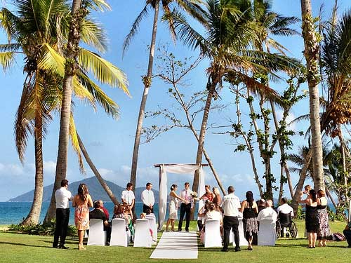 Weddings abroad, beach wedding