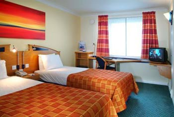 holiday inn express luton twin room