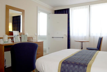 Book Glasgow airport hotels without parking
