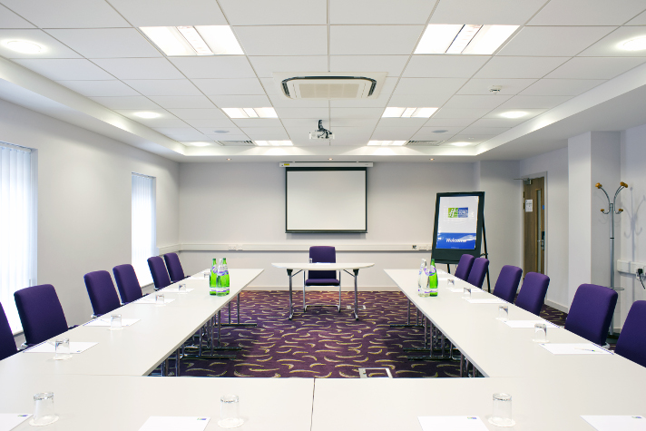//d1xcii4rs5n6co.cloudfront.net/libraryimages/060114-dunstable-conference-room.jpg